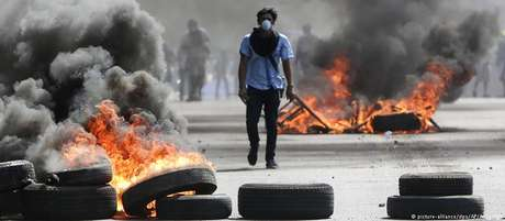 Prelo menos 24 pessoas morreram e dezenas ficaram feridas em manifestações
