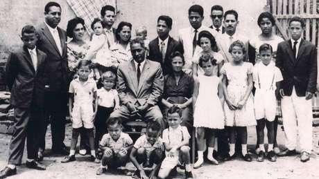 Avós de Vânia Nascimento (centro da foto) tiveram dez filhos, mas perderam oito para o câncer