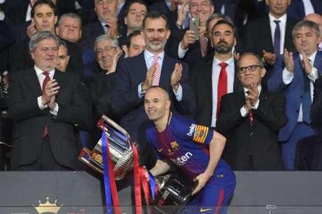 Andrès Iniesta anuncia adeus ao Barcelona após 22 anos