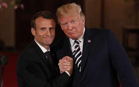 Macron e Trump se cumprimentam na Casa Branca  24/4/2018    REUTERS/Jonathan Ernst
