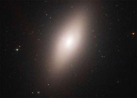 Aglomerado de galáxias na constelação de Virgem (Foto: NASA/ESA)