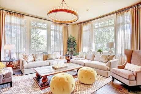 2. O puff para sala de estar é comumente usado como um assento extra