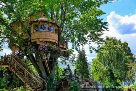 9. Para ter uma casa na árvore segura, o melhor é contratar um profissional para fazer o projeto