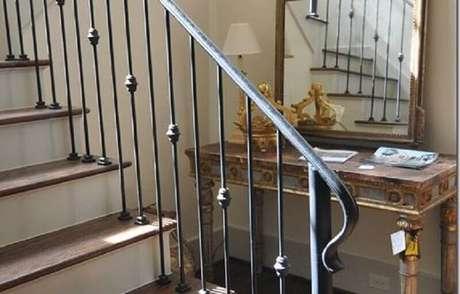 45. Corrimão de ferro para escada