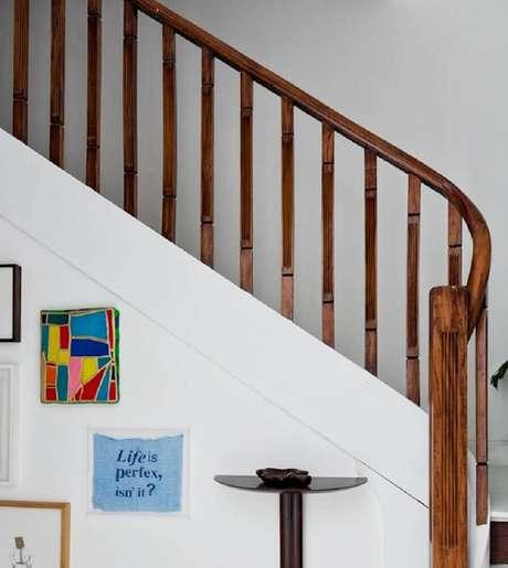 36. Corrimão de escada com guarda corpo no mesmo material