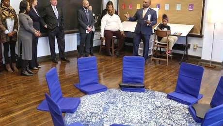 Apresentação da sala calmante à equipe da escola e da cidade da Filadélfia; espaço é 'estratégia para ensinar os alunos a lidarem com suas emoções'