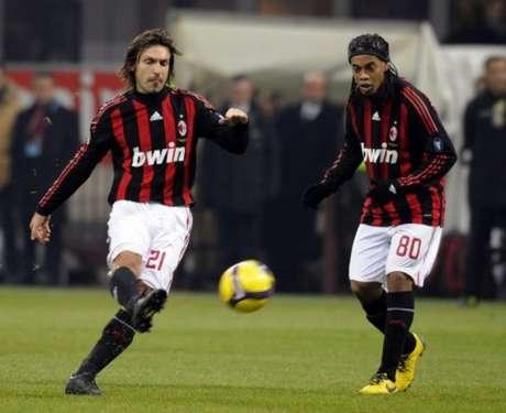 Pirlo atuando pelo Milan (Foto: Damien Meyer / AFP)