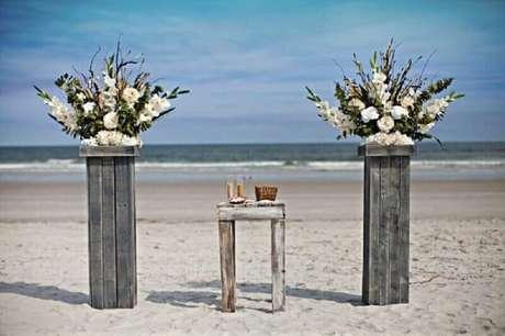 21. Inspiração simples e rústica para decoração de casamento na praia