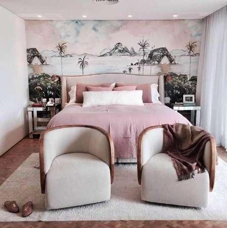 34. Alguns modelos de papel de parede vem com estampas de paisagem e criam um efeito incrível na decoração de quarto feminino