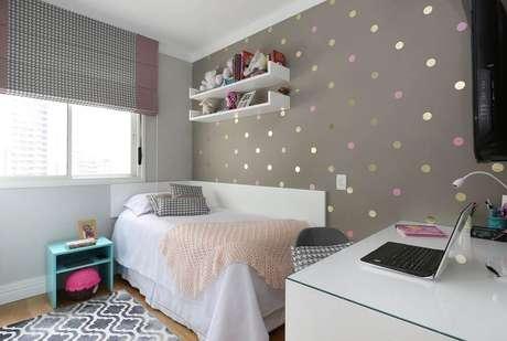 48. Tons neutros como branco e cinza também podem ser usados para decorar o quarto infantil