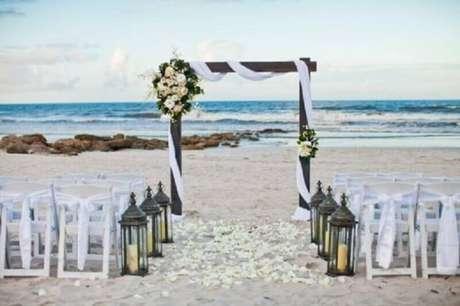 23. Apesar de simples, o noivado na praia é sempre muito lindo