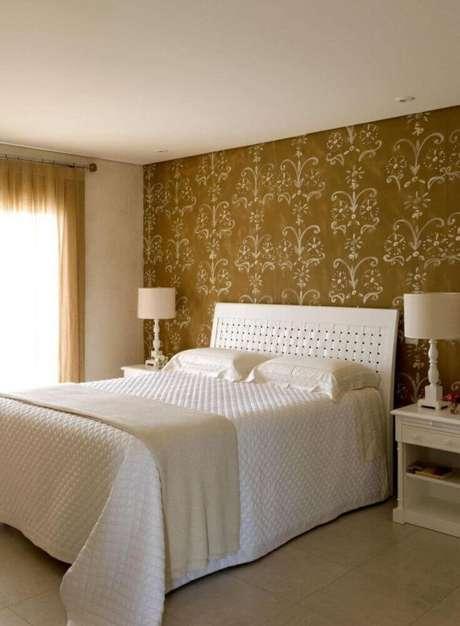 43. Papel de parede com estampa super clássica para quarto de casal