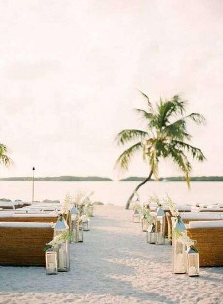 40. É possível encontrar várias fotos de casamento na praia para se inspirar
