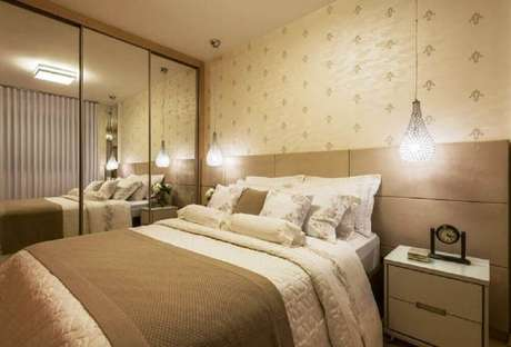 37. Modelo simples de papel de parede para decoração de quarto de casal