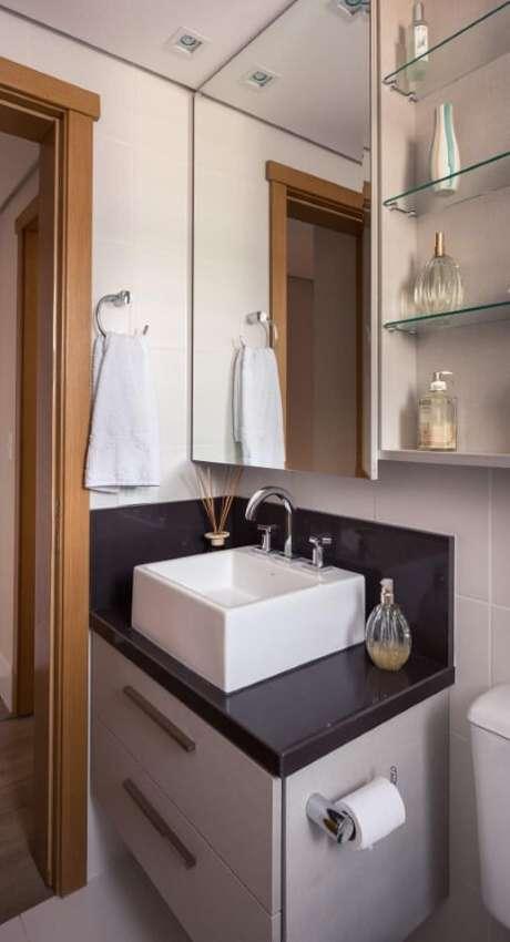 61. Prateleiras de vidro em lavabo. Projeto de Braccini Lima