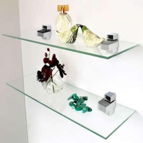 3. O vidro translúcido deixa a decoração clean e o ambiente mais amplo