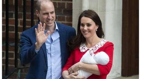 O príncipe William e a duquesa de Cambridge, Kate Middleton, levaram quatro dias para anunciar o nome do terceiro filho: Louis Arthur Charles