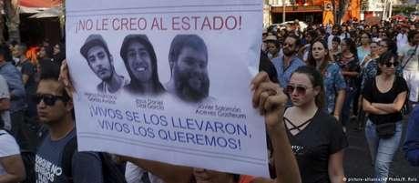 Protesto pela morte dos estudantes Marco García, Daniel Díaz e Salomón Aceves em Guadalajara