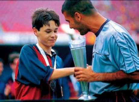 Relação entre Iniesta (esquerda) e Pep Guardiola é antiga (Foto: Divulgação)
