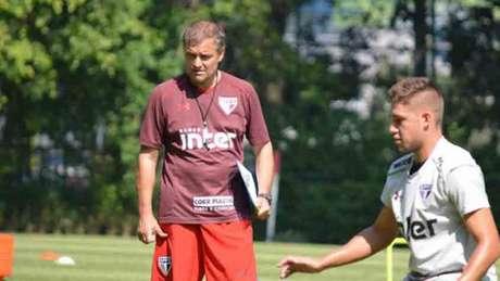 Treinador uruguaio passa confiança às peças que tem no elenco do São Paulo no momento (Foto: Érico Leonan / SPFC)