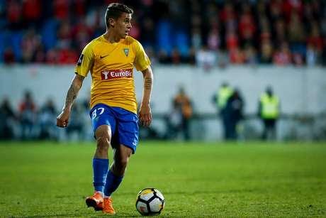 Matheus Savio em ação pelo Estoril (Divulgação/Estoril Praia SAD)