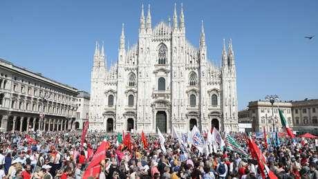 A canção 'Bella Ciao' foi entoada em diversas manifestações celebrando o 73º aniversário da liberação da Itália do fascismo, na quarta, 25