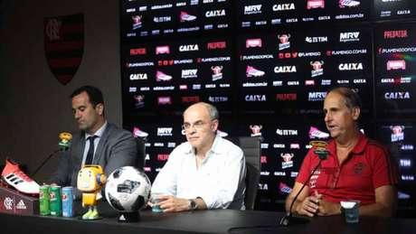 Flamengo vence fora de casa e assume a liderança do Brasileirão