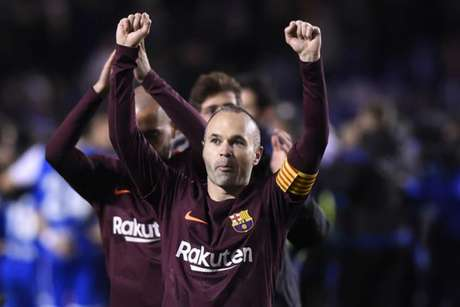 Iniesta conquistou o seu nono título espanhol da carreira (Foto: Miguel Riopa / AFP)