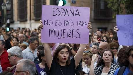 """""""Não é não"""" e """"Não é abuso, é estupro"""", foram alguns dos lemas das manifestações do último fim de semana"""