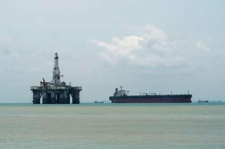 Sonda de petróleo da costa  REUTERS/Henning Gloystein
