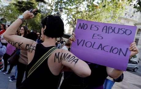 """Protestos foram organizados contra condenação por """"abuso sexual"""" na Espanha."""