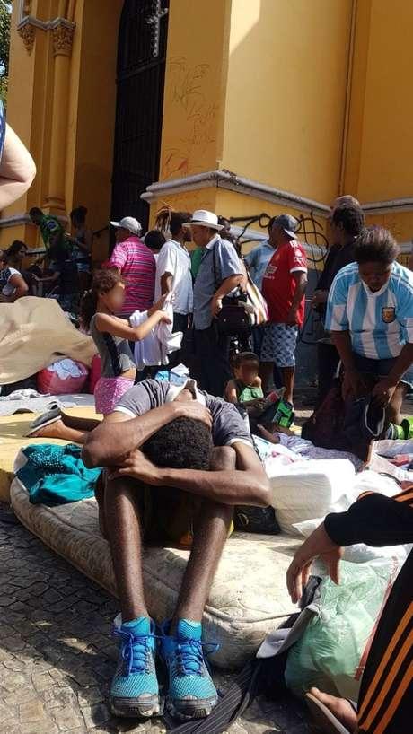 Famílias que moravam no edifício que desabou em São Paulo