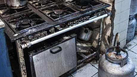 O uso de botijão de gás pode ser perigoso e aumenta o risco de incêndio, se ele estiver desgastado, por exemplo