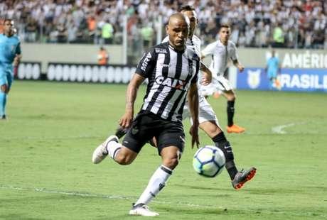 São Paulo negocia com o lateral Patric, destaque do Atlético-MG