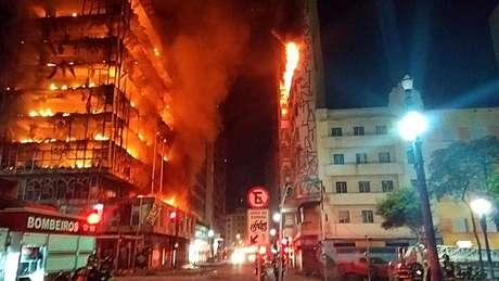 Imagem do incêndio em prédio do centro de São Paulo
