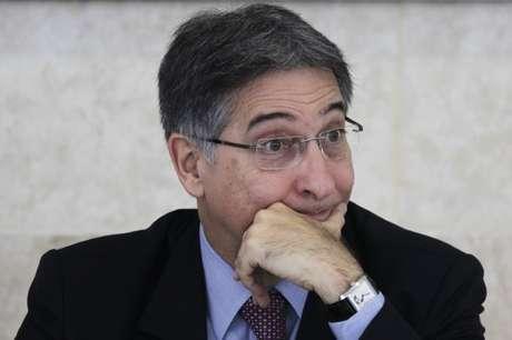 Processo de impeachment de Pimentel é suspenso