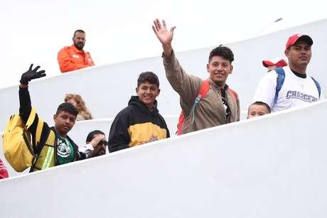 Membros de caravana de imigrantes entram em fronteira com EUA  2/5/2018    REUTERS/Edgard Garrido