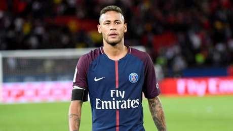 Neymar evolui bem e não tem mais pé imobilizado