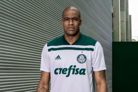 0c909c199d Palmeiras e Adidas lançam nova camisa branca