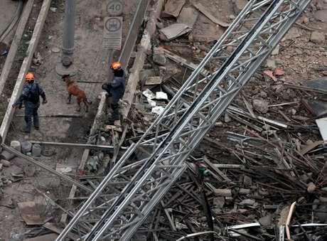 Escombros do edifício Wilton Paes de Almeida, no centro de São Paulo: Trabalho do Corpo de Bombeiros no local está reforçado desde ontem
