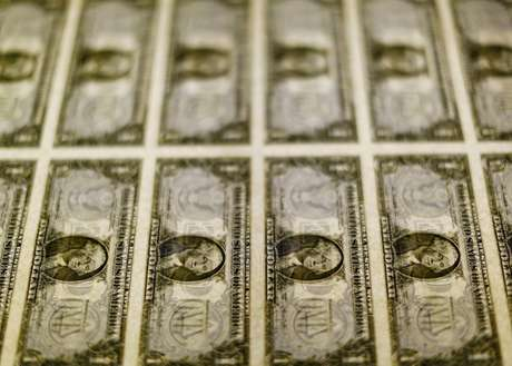 Notas de dólar dos Estados Unidos 14/11/2014 REUTERS/Gary Cameron