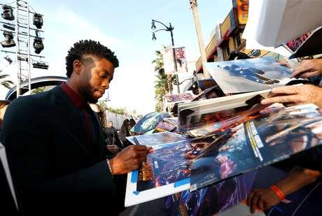 Chadwick Boseman dá autógrafos em Los Angeles   23/04/2018   REUTERS/Mario Anzuoni
