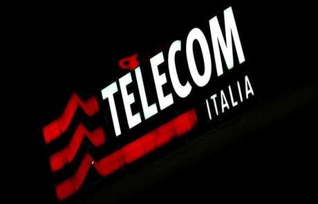 Logo da Telecom Italia na sede da empresa no centro de Milão, Itália 10/03/2016 REUTERS/Stefano Rellandini