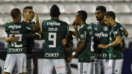 Jogadores do Palmeiras festejam gol contra o Alianza Lima - FOTO: AFP