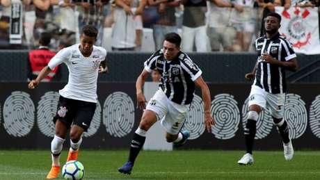 Pedrinho foi bem outra vez, mas não impediu o empate do Timão na Arena (Foto: Luis Moura / WPP / Lancepress!)