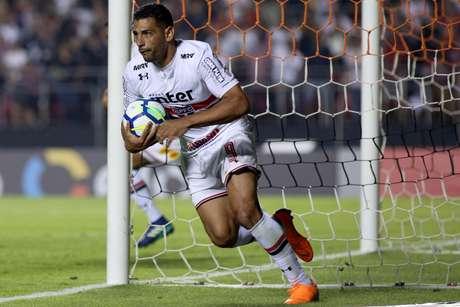 Diego Souza, jogador do São Paulo FC, comemora seu gol durante partida contra o Atlético-MG, válida pela quarta rodada do Campeonato Brasileiro 2018.