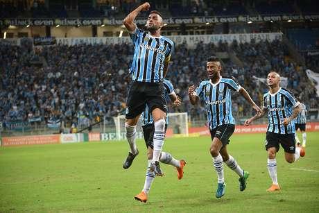 Maicon, jogador do Grêmio, comemora seu gol durante partida contra o Santos FC, válida pela quarta rodada do Campeonato Brasileiro 2018.