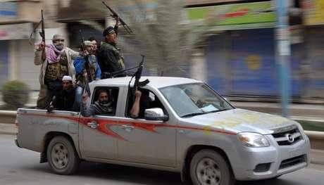 Rebeldes contrários ao governo sírio anunciaram que assumiram o controle de Raqqa em março de 2013