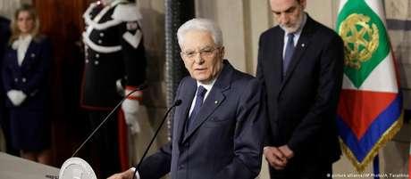 Presidente Sergio Mattarella tenta destravar impasse político que impera na Itália desde as eleições de março