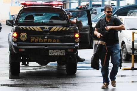 Movimentação na sede da Polícia Federal, no Rio de Janeiro (RJ), durante a 51ª fase da Operação Lava Jato, deflagrada na manhã desta terça-feira (8).